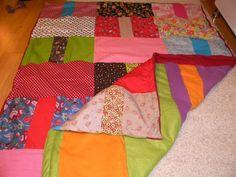 Liebevoll gearbeitete Patchworkdecke  Diese Decke ist vielseitig einsetzbar, ob als Bett- oder Couchüberwurf, als Krabbel- und Spieldecke, zum Picknic