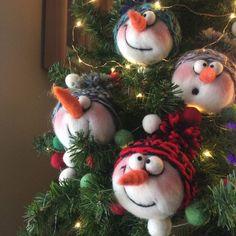 Ideas For Felt Christmas Tree Ornaments Diy Gift Ideas Christmas Crafts To Make, Felt Christmas Decorations, Cute Christmas Gifts, Felt Christmas Ornaments, Holiday Crafts, Christmas Sled, Diy Ornaments, Beaded Ornaments, Homemade Christmas