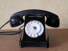 Le téléphone .... Les courses dans la maison, quand il sonnait.