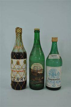 Lote 206 - Lote de 8 garrafas diversas, garrafa de Jeropiga ABC, garrafa de Bagaceira Univicola, garrafa de Aguardente Aldeia Velha, garrafa de Aguardente Bagaceira Vira, garrafa de Aguardente de Figo Velha, garrafa de Aguardente Coutada, garrafa de Brandy Terry e garrafa Um Medronho do Algarve, para coleccionador - Current price: $32