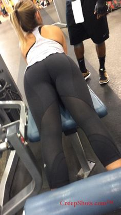 Mature ass hunting at the gym