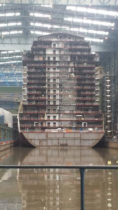 Anthem of the Seas Construction - Cruise Critic Message Board Forums Biggest Cruise Ship, Best Cruise Ships, Caribbean Cruise Line, Ocean Cruise, Anthem Of The Seas, Scale Model Ships, Marine Engineering, Cruise Critic, Naval