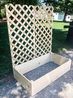 Desperate for patio privacy, this couple made something better than a fence#couple #desperate #fence #patio #privacy Raised Garden Planters, Planter Box With Trellis, Building Raised Garden Beds, Diy Planter Box, Diy Trellis, Garden Trellis, Porch Trellis, Raised Planter Boxes, Diy Garden Bed