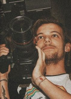 Louis Tomlinsom, Louis And Harry, Louis Williams, One Direction Pictures, Larry Stylinson, Foto E Video, Persona, Polaroid, My Love