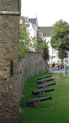 Maastricht city wall Mestreech walmoer