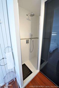Une douche invisible, Paris, Fables de murs