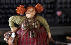 Caroline McFarlane-Watts — миниатюрист, скульптор, писатель, основатель Tall Tales Productions. Кэролайн родилась и выросла в крошечной отдаленной деревне Оксфордшир в Соединенном Королевстве в двух шагах от Темзы. В семье было ещё 5 сестёр и братьев. Сейчас проживает в Лос-Анджелесе. Создаёт реалистичные миниатюры, уникальных сказочных персонажей, персональные макеты для индустрии развлечений и…