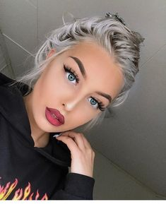 Silver ash hair color and beautiful blue eyes Girls Natural Hairstyles, Cool Hairstyles, Natural Hair Styles, Beauty Makeup, Hair Makeup, Hair Beauty, Hair Colors For Blue Eyes, Make Up For Blue Eyes Blonde Hair, Blonde Hair Blue Eyes Makeup