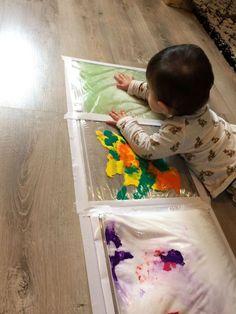 Sacs sensoriels - Parent Resources, Tips, and Advice Montessori Activities, Infant Activities, Activities For Kids, Crafts For Kids, Sensory Bags, Baby Sensory, Sensory Play, Baby Development, Baby Games