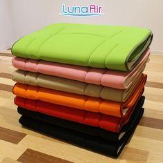 カラフルなラインナップのルナエアー・グラッセは、厚み約3cm、重量約2.6kgの敷布団です。 ダブルラッセル構造になっているメッシュ生地を使用しているため、通気性が大変良く、薄いのに寝心地を損なわない特殊構造の中材により、あなたを快眠へ誘います。 Towel