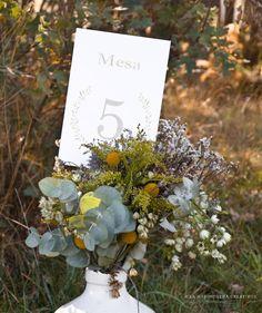 "©La Marimorena Creativos - ""Modelo Velvet"" (perteneciente a Col. Nature).  Número de mesa para bodas. www.lamarimorenacreativos.bigcartel.com"