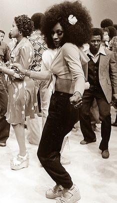 LOVE, PEACE AND SOUL   I LOVE THE 70s  — The Soul Train Dancers