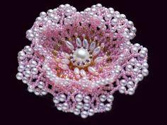 ピンクのネット編みビーズコサージュ