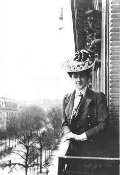 feuille-d-automne:Agatha Christie à Paris , 1906 .