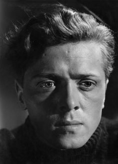 A very young Richard Attenborough Old Hollywood Stars, Hollywood Actor, Classic Hollywood, Vintage Hollywood, British Actresses, British Actors, Actors & Actresses, Classic Movie Stars, Classic Movies