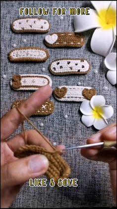 Cute Crochet, Crochet Motif, Crochet Crafts, Crochet Projects, Crochet Patterns, Crochet Case, Crochet Hair Clips, Crochet Hair Styles, Crochet Flower Tutorial