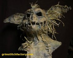 amazing gremlin-esque scarecrow mask by grimstitchfactory! amazing gremlin-esque scarecrow mask by grimstitchfactory! Halloween Prop, Outdoor Halloween, Halloween Projects, Diy Halloween Decorations, Holidays Halloween, Halloween Costumes, Witch Costumes, Halloween Halloween, Halloween Makeup