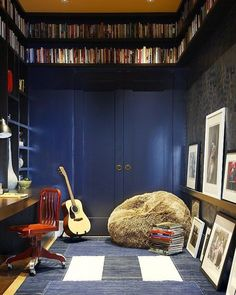 What a space. You could make as much noise as you want with 18inch thick walls. @ walkertower @dailymail  #musicroom #friday #fridayinspiration #interiordesign #interiors #interiorstyle #interiorstyling #interiorinspo #homedecor #homestyle #homedesign #homestyling #interiorsblogger #interiorsblog #homeblog #homeblogger #inspo #interier #myhomevibe #2018style #2018interiors