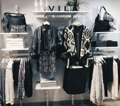 Clothes store interior design visual merchandising 35 ideas for 2019 Source by mariannefile store design Clothing Boutique Interior, Boutique Decor, Boutique Design, Clothing Store Displays, Clothing Store Design, Clothing Stores, Visual Merchandising Fashion, Merchandising Ideas, Store Layout