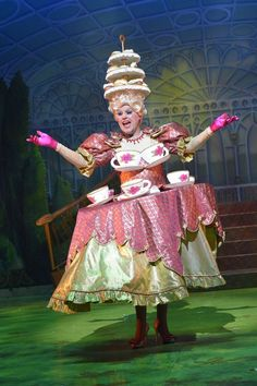 Pantomime Dame from the UK. Broadway Costumes, Theatre Costumes, Costume Halloween, Food Costumes, Costume Ideas, Beast Costume, Wonderland Costumes, Jack And The Beanstalk, Pantomime