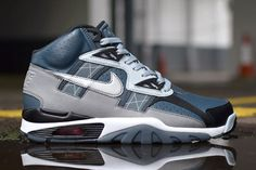 Time to start crossing your fingers and saying your prayers freakers, engross your eyepieces on these superb Nike Air Trainer SC High samples that have just emerged. From all initial glances, this thing looks the goods, just have a gander at the fields of 3M wrapping the whole deep blue package. There's no rock solid …