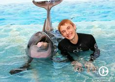Nathan Gamble, who starred as Sawyer in Dolphin Tale and Dolphin Tale 2 stopped by to catch up with old friends! Dolphin Tale 2, Funny Dolphin, Orcas, Dolphin Trainer, Dolphin Photos, Clearwater Marine Aquarium, Funny Animals, Cute Animals, Bottlenose Dolphin