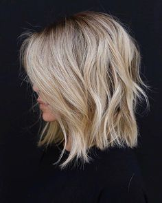 Trendy Hair Highlights : Color and cut! Trendy Hair Highlights : Color and cut! Medium Hair Styles, Curly Hair Styles, Short To Medium Hair, Cute Hair Cuts Medium, Blonde Short Hair, Blonde Bob With Fringe, Blonde Hair Cuts Medium, Cute Medium Haircuts, Short Textured Hair
