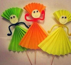 Handmade Paper Doll Making Easy Paper Crafts, Paper Crafts For Kids, Diy For Kids, Crafts To Make, Fun Crafts, Arts And Crafts, Paper Folding For Kids, Decor Crafts, Paper Doll Making