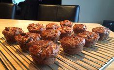 Gezonde #muffins van volkoren #speltmeel en #havermout met #appel,#kaneel, #walnoten en #lijnzaad.Gemaakt met magere #yoghurt. Het zijn bijna kleine #appeltaartjes!