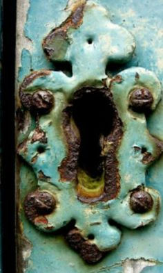 turquoise patina, rust and wood key hole. Knobs And Knockers, Door Knobs, Door Handles, The Doors, Windows And Doors, Wabi Sabi, Tiffany Blue, Old Keys, Door Detail