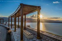 Με φόντο την λίμνη Τριχωνίδα-Greece (KT)
