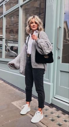 winter outfits 2020 Looks com Cardigan, Look com cardigan , look cardigan Casual Winter Outfits, Winter Fashion Outfits, Look Fashion, Spring Outfits, Trendy Outfits, Fashion Ideas, Fashion Black, Winter Night Outfit, Trendy Fashion