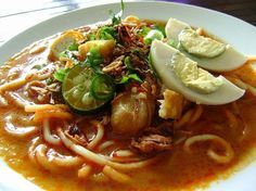 RESEPI MEE REBUS Bahan-bahan: paket mee kuning - celur Bahan sayuran: sen Taugeh - celur -Sedikit daun sup - hiris nipis -S. Fish Recipes, Indian Food Recipes, Asian Recipes, Healthy Recipes, Ethnic Recipes, Malaysian Cuisine, Malaysian Food, Mee Rebus, Kitchen Recipes