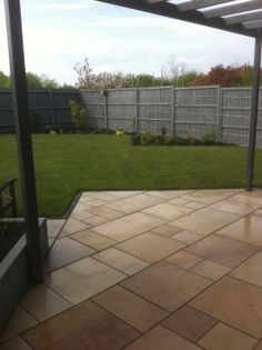 Silver grey fence paint and limestone paving. Garden design by Karen Gimson. Landscaping by David Greaves. Black Garden Fence, Garden Front Of House, Garden Fencing, Garden Landscaping, Grey Fence Paint, Fence Paint Colours, Wall Colours, Back Gardens, Small Gardens