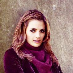 stana katic: she should wear purple more often