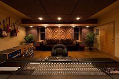 Music studio design ideas awe inspiring ideas for your home music studio de Music Studio Decor, Home Recording Studio Setup, Home Studio Setup, Basement Studio, Studio Ideas, Studio Room Design, Studio Layout, Studio Interior, Interior Design