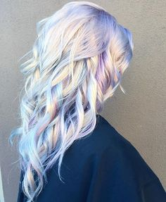 It is the beautiful hair that enhances the personality. And 2017 is the time of holographic hair. This talented hairstylist from Ross Michaels Hair Salon introduced this holographic hair color trend. Watercolour Hair, Watercolor Paintings, Bold Hair Color, Blonde Hair With Color, Ash Blonde, White Blonde, Pastel Hair Colour, Weird Hair Colors, Awesome Hair Color