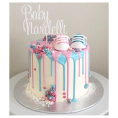 """448 Me gusta, 19 comentarios - Ashley Raphael (@tiersandco) en Instagram: """"Got to make this gender reveal cake for my beautiful cousin  Boy or girl??"""""""