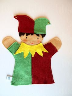 hand puppets Hand puppet: the court jester Hand puppet: the court jester by LaRoba on Etsy Glove Puppets, Felt Puppets, Felt Finger Puppets, Puppet Toys, Puppet Patterns, Doll Patterns, Operation Christmas Child Boxes, Circus Crafts, Court Jester