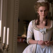 The Duchess (2008): Keira Knightley porte la robe avec aisance vu le nombre de films d'époque qu'elle a tournées : Pirates des Caraïbes, Le Roi Arthur, Orgueil et préjugés, Reviens-moi et désormais, The Duchess