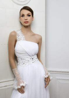 The elegant and dignity one shoulder white chifon floor-length column wedding dress with the elegant chantilly lace strap and the crystal embroidery sash