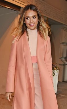 Jessica Alba's Spring Fever: Why Fresh Pink Lips and Easy Waves Were Made for a Pastel Statement Coat – Vogue