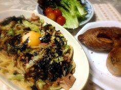 またまた納豆パスタ♪( ´ ▽ ` )ノ - 17件のもぐもぐ - 納豆パスタとパン by yasbong