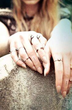 Finger Dot Tattoo, Finger Tattoos Fade, Diamond Finger Tattoo, Finger Tattoo For Women, Small Finger Tattoos, Dot Tattoos, Finger Tattoo Designs, Finger Tats, Tatoos
