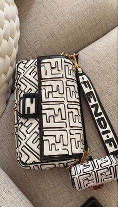Luxury Purses, Luxury Bags, Luxury Handbags, Purses And Handbags, Super Moda, Dr Shoes, Sacs Design, Cute Bags, Grunge Style