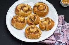 Apfelschnecken mit Bratäpfel und Salzkaramell gefüllt (apple rolls filled with salted caramel) by lunchforone