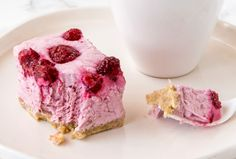This Frozen Raspberry Cheesecake Slice is a healthy alternative to the classic cheesecake. The kids will love this one too! Healthy Mummy Smoothie, Healthy Mummy Recipes, Healthy Cheesecake, Raspberry Cheesecake, Gourmet Recipes, Sweet Recipes, Dessert Recipes, Healthy Desserts, Kid Recipes