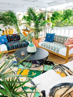 8 outdoor areas that inspire your own little space oasis - Dekoration Ideen 2019 Creative Deck Ideas, Cool Deck, Outdoor Furniture Sets, Outdoor Decor, Urban Furniture, Ikea Furniture, Industrial Furniture, Furniture Ideas, Outdoor Areas