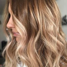 Obsessing over this lived in Blonde ✨ @hairandharlow #hairbykaitlinjade #behindthechair