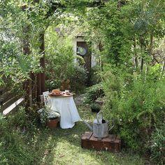 Garden Tips .Garden Tips Garden Nook, Cottage Garden Design, Balcony Garden, Back Gardens, Small Gardens, Outdoor Gardens, Patio Interior, The Secret Garden, Garden Styles